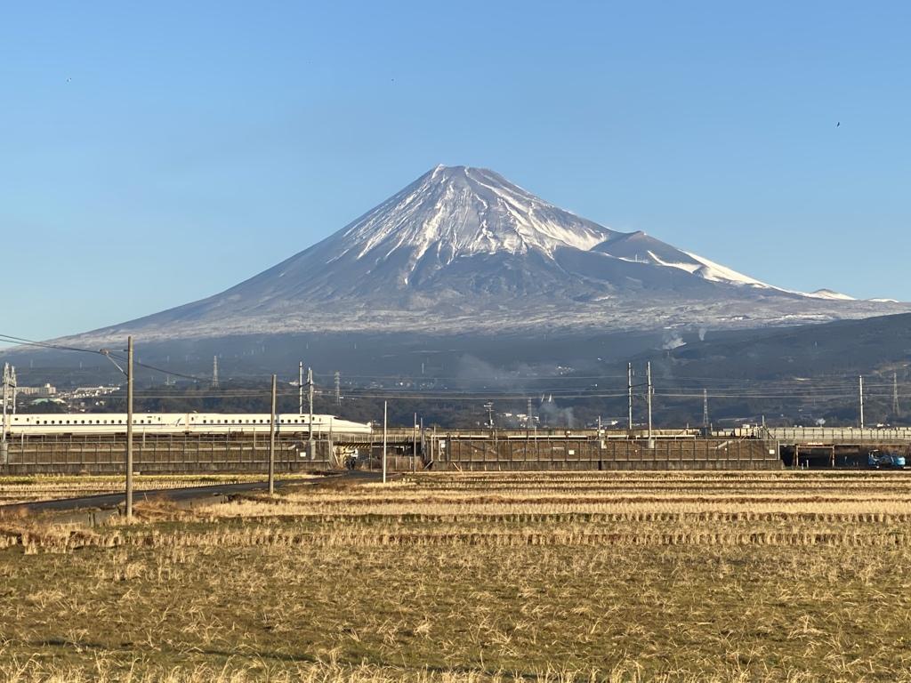 雨の後の富士山ですが、、、。