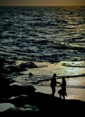海辺    友と…