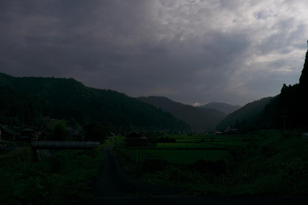 山間部 曇天