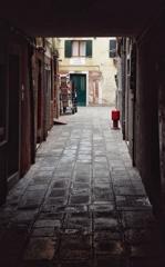 ヴェネチアの路地を歩く 12