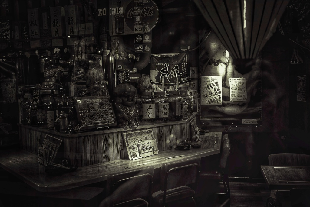 まだ客人の居ない居酒屋