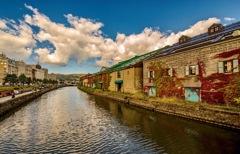紅葉と運河
