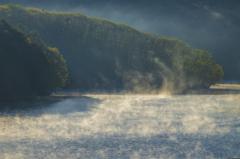 湖沼の目覚め