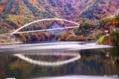 白い橋の秋