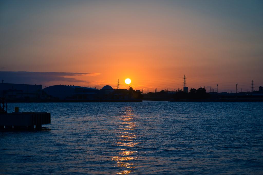 名古屋港の日の出