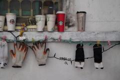 カップと手袋