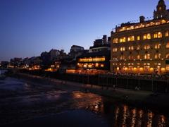 鴨川と東華菜館