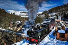 雪と青空と蒸気機関車と