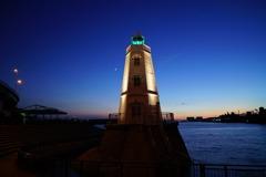 静かなよるの灯台