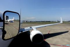 羽田空港出発前のサイドミラー(その3)