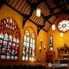 キリストの誕生や洗礼が描かれているアンティークステンドグラス
