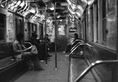 深夜のNY地下鉄
