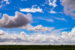 堤防の上の雲