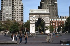 休日のワシントン広場   NY