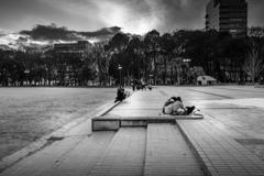 黄昏時の公園 2