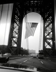ジョージワシントンブリッジの星条旗 NY  NJ