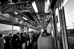 電車の中の一枚