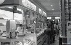 34丁目 地下鉄駅のコーヒーショップ NY