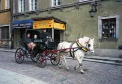 旧市街を行く観光馬車 ワルシャワ