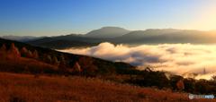 雲海の彼方に恵那山