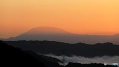 朝陽に染まる恵那山