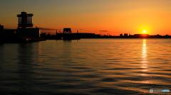 名古屋港での日の出