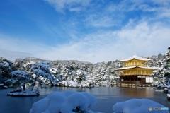 金閣寺 鏡湖池と舎利殿 雪景