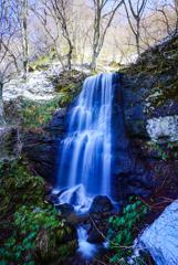 残雪の慈光滝