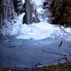 厳寒の滝壺