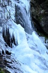 凍てつく滝[払沢の滝-1]