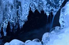 厳冬の滝-2