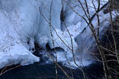 厳冬の渓谷-2