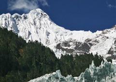 ―未踏峰の神々の山―梅里雪山(主峰カワカブ6,740m)