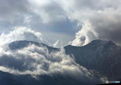 烈風吹きすさぶ赤岳稜線
