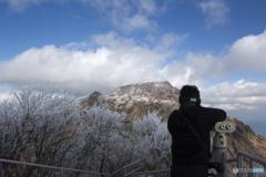 霧氷の妙見岳から平成新山をねらう