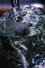 コップに水01