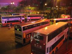 真夜中のバスターミナル