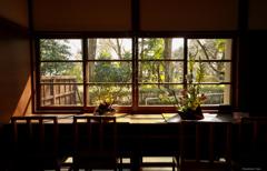 高原の別荘にて ~窓辺~