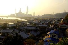 発電所と漁村