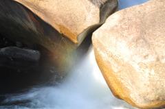 滝 の 咆 虹