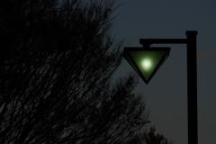 街灯が灯り始める時間