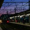 夕焼け空に、駅の灯り電車の灯り