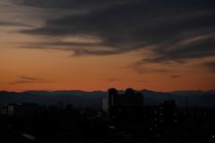 アンテナドームのある夕景