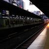 夕陽が射す駅