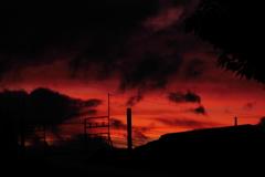 真っ赤に燃えた沿線の空