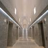 光あふれるエレベーターホール