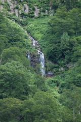 称名渓谷 左側にある無名滝