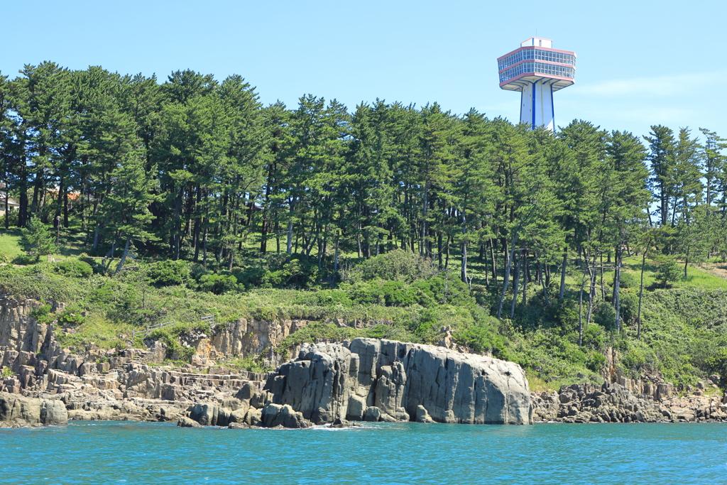 千畳敷と東尋坊タワー