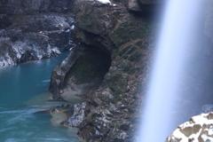 手取川渓谷 綿ヶ滝横の穴