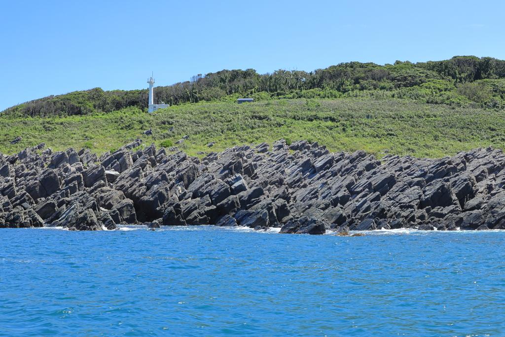 雄島灯台と板状節理